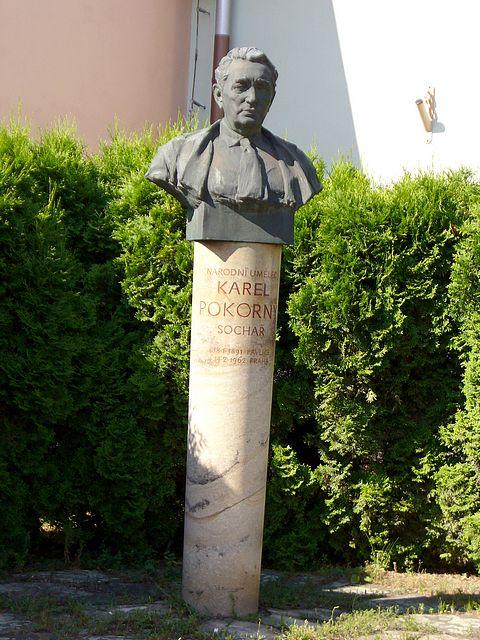 Socha akademického sochaře Karla Pokorného